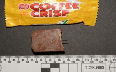 میخ و سوزن در بستههای شکلات و تنقلات جشن هالووین