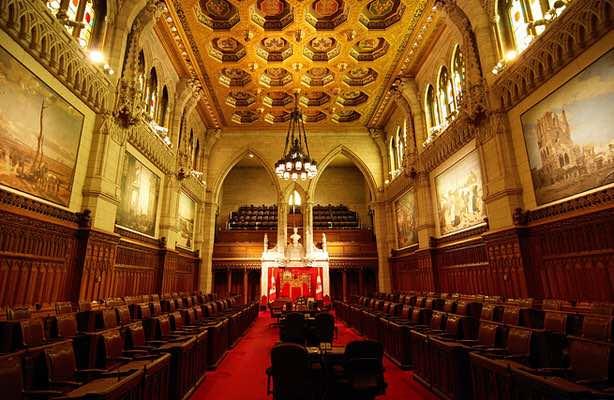 در مجلس سنای کانادا آزار جنسی نیست، چون همه پیر هستند