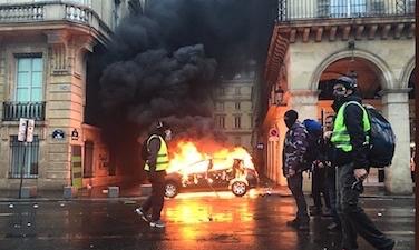 تظاهرات خشونت آمیز و دود و آتش در پاریس