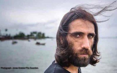 پناهنده ایرانیِ زندانی در یک جزیره، برنده دو جایزه بزرگ ادبی استرالیا شد