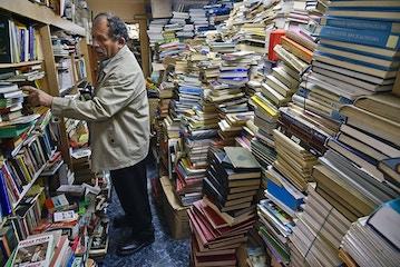 رفتگر ناجی هزاران جلد کتاب